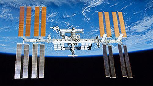知ってた?国際宇宙ステーション(ISS)って地上から肉眼で見えるんだよ!どんな見え方するかというと・・・