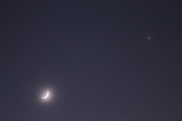 艶めいた朧三日月撮りました。(撮影設定の詳細あり)